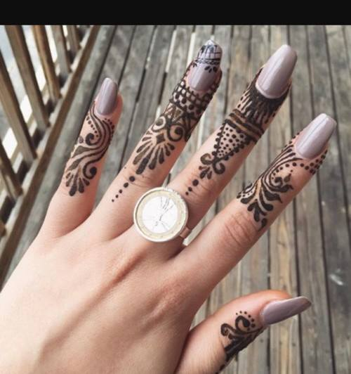 fingers mehndi art
