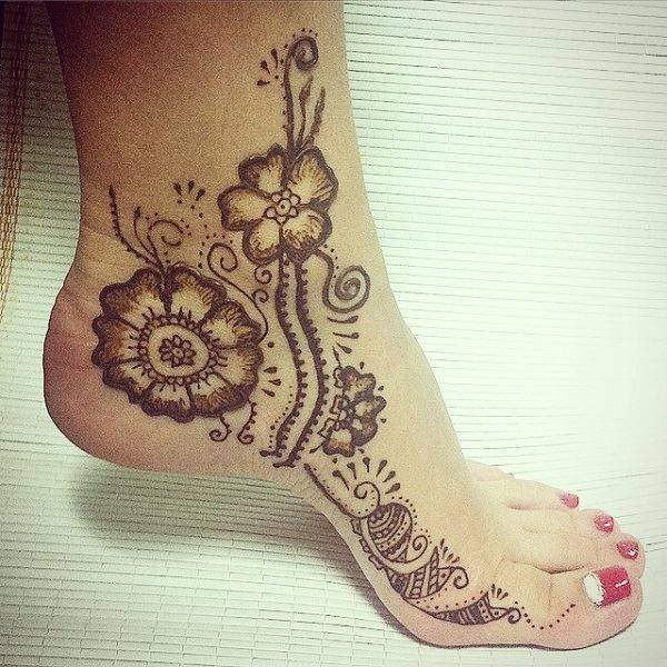 foot flower mehndi design