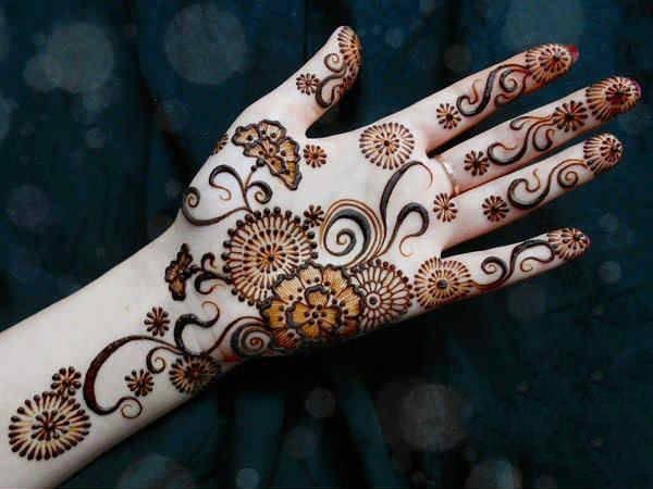 mehndi art for full hand