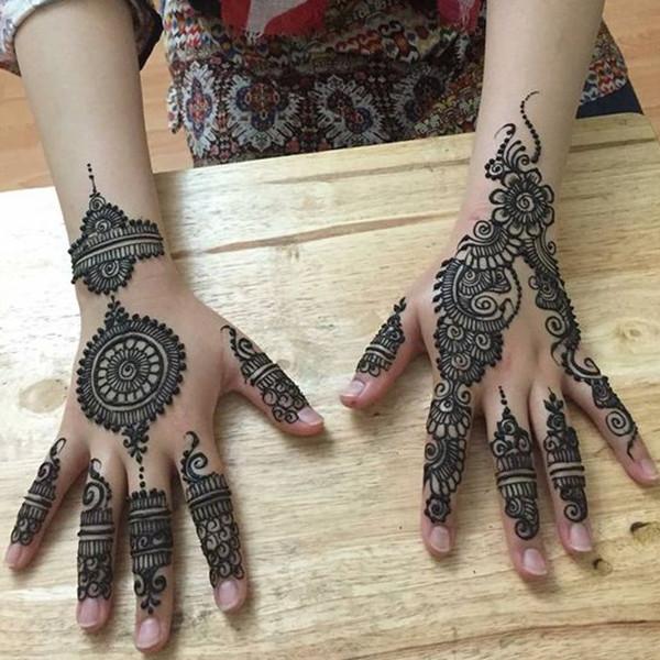 mehndi design till wrist
